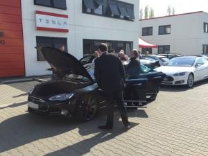 Tesla Aussen (1)