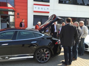 Tesla Aussen (2)